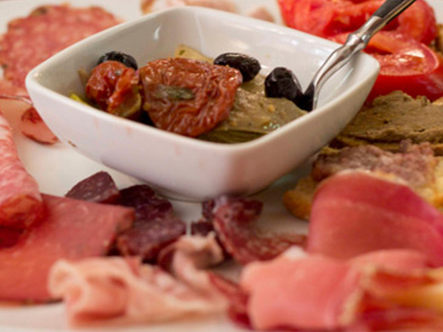 Selection of Tuscan cold cuts and toasts